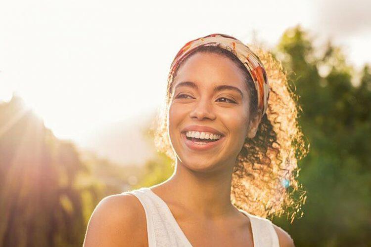 آیا نور خورشید در زیبایی لبخند شما تاثیر دارد؟