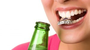 عادت های نامناسب استفاده از دندان